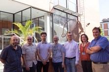 Els investigadors del grup en Micro i Nanotecnologíes del Departament, d'esquerra a dret, Manel Domínguez, Luis Castañer, Sergi Gorreta; Vicente Jiménez; Lukasz Kowalski; Gema López i Santiago Silvestre. (UPC)